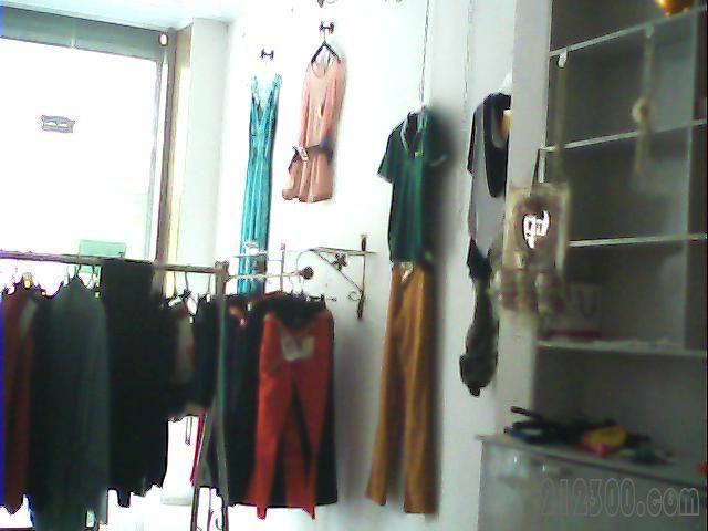 装修的钱 店内精装 小房间 厨房 卫生间 什么的都有 你装修都