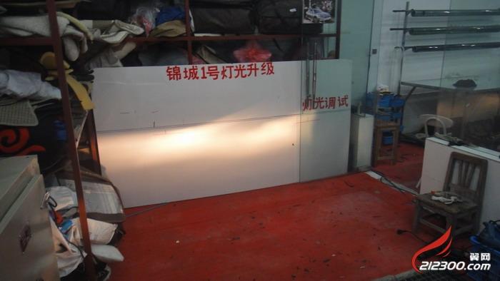 丹阳锦城1号灯光升级 老款帕萨特升级q5透镜 汽车改装维修高清图片
