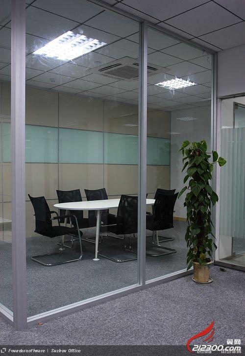 承接办公楼玻璃隔断 公共卫生间隔断 吊顶等工程