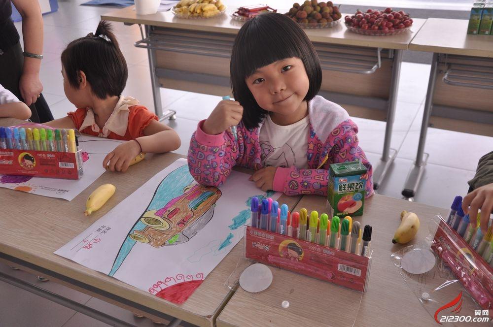 2013年6月2日北京现代4s店少儿绘画大赛比赛现场图片