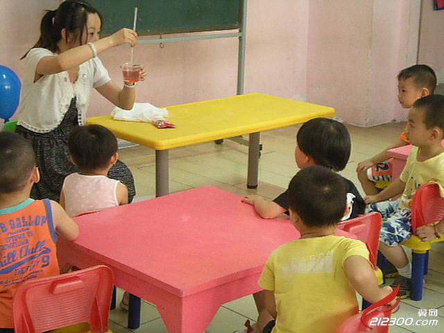 好孩子幼儿园科学实验课-《彩虹糖-溶解》|丹阳好