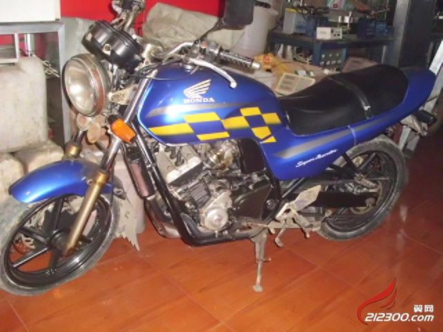 出售8成新本田摩托车(250四缸拉风街车)